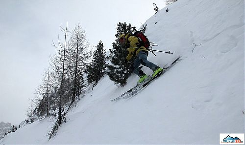 Dynafit TLT6 Performance and skis Dynafit Cho Oyu in a little steep terrain