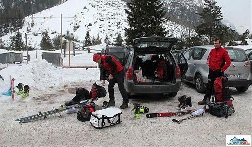 Před jedenáctou hodinou dopoledne se už balíme na parkovišti v Pederü