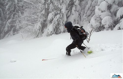 Mira z VM – že by ukázka provedení telemarku na skialpových lyží? Důsledně si povšimnout prosím zejména zadní lyže...