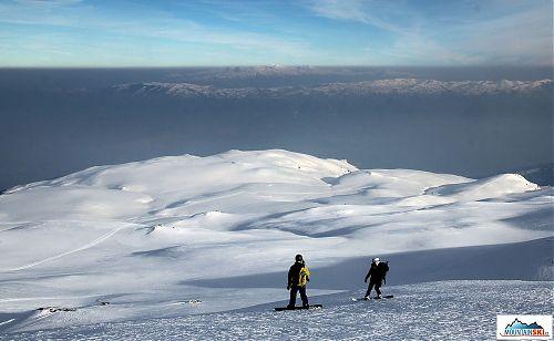 Na snowboardech volnými svahy a pláněmi zpátky do civilizace
