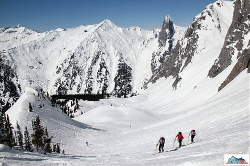 Skialpinism ascend in excellent weather in British Columbia