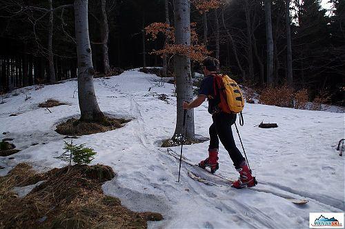 Odtud už to šlo až na vrchol po sněhu
