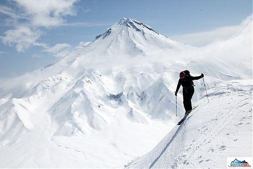 Marta Furdíková skiing in the area of volcano Viljjuchik