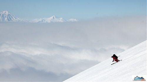 Roman Gregus skiing from volcano Viljjuchik