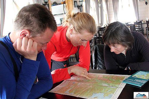 Matúš a Mirka sledují doporučení slovenské zlaté olympijské medailistky v biatlonu Anastasiyi Kuzminy v údolích řek Paratunka a Karymčina