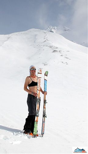 Katka with Italians's skis Gafski next to volcano Viljuchik