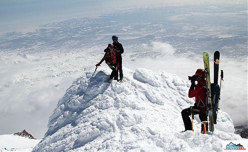 Matúš fotící Clarion a Pažouta na vrcholu vulkánu Korjakskij