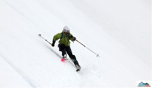 Aljona skiing from the peak Palec