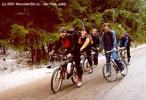 VŽiarské dolině se jezdí skialpovat na kole ve skeletech