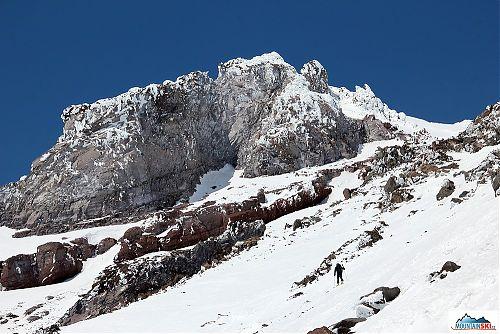 Blížíme se do výšky 3000 metrů a Pažout stále stoupá na lyžích