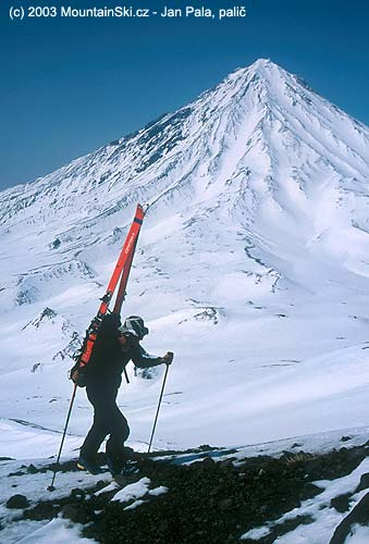 Výstup na vulkán Avačinskaja na Kamčatce