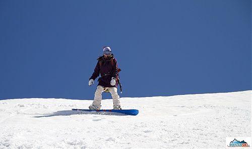 V dolní části Viljučinského na snowboardu