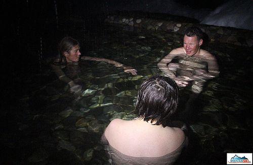 Čelovka Silva Trail Runner použitá jako světelný zdroj pro focení v termálním bazénu - údolí řeky Paratunka