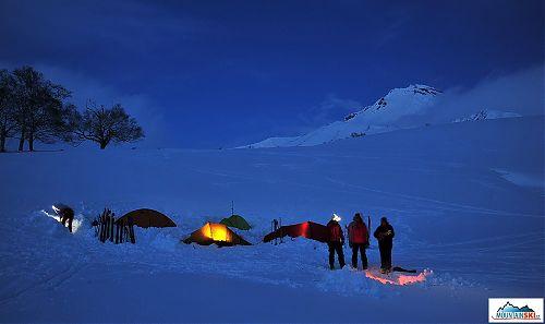 Náš tábor pod vulkánem Viljučinskij