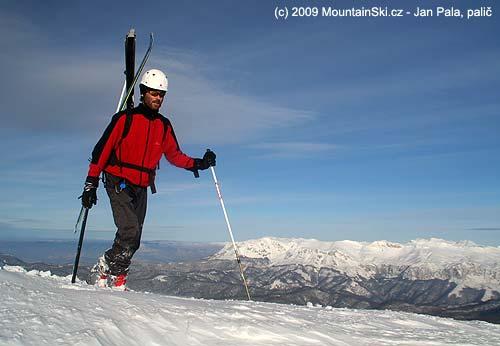 Lyže zboku na malém batohu, pohoří Visočica– Bosna a Hercegovina2009