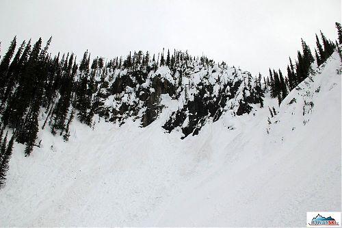 Tady už byly všude různě čerstvě popadané velké sněhové koule a kvádry - pro nás stopka