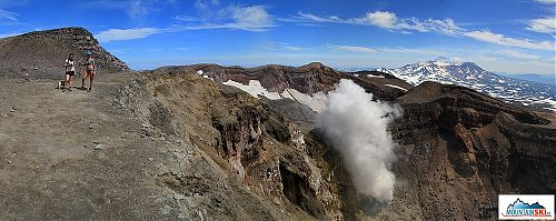 Fume from crater of volcano Gorelyj