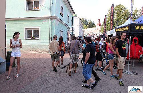 Spousta lidí byla v kině nebo ve skalách, přesto Teplice byly hodně přeplněné
