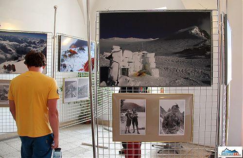 Aktuální pohled na himalájskou toaletu a pro porovnání fotky z první české himalájské expedice