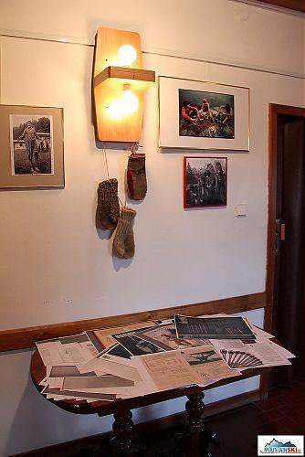 Kvalitní vlněné rukavice a tiskoviny od historie až po téměř současnou Montanu