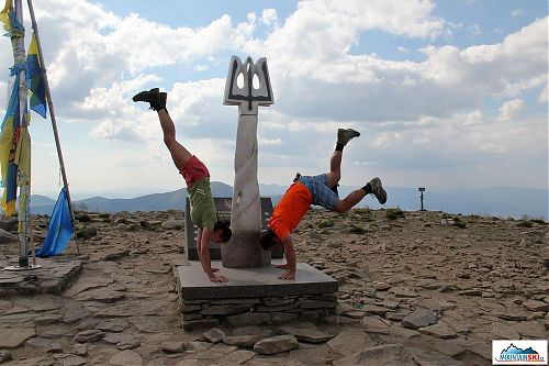 Skoro stojkování na nejvyšším ukrajinském vrcholu - 2061 m vysoká Hoverla