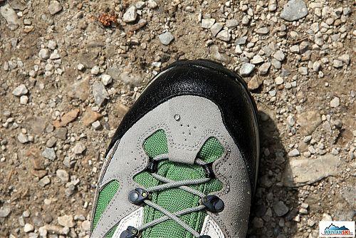 Po výstupu z vody zůstávají na povrchu bot pouze kapky vody