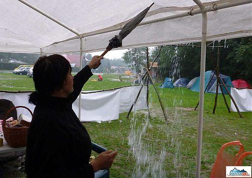 Nad ránem začalo pršet, hodně pršet