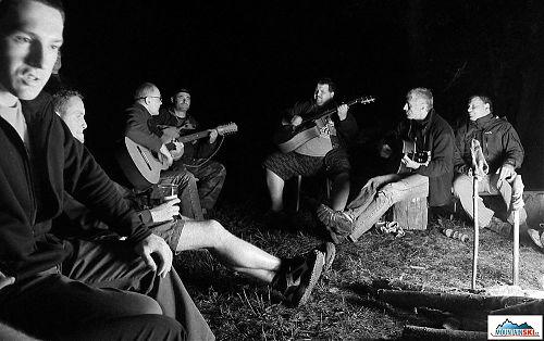 Kytaristi a zpěváci byli v ráži