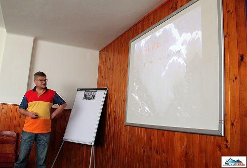 Ladislav Sieger podrobně uvedl pokračování výzkumů své skupiny k možné délce dýchání pod sněhem pro různé vzduchové kapsy