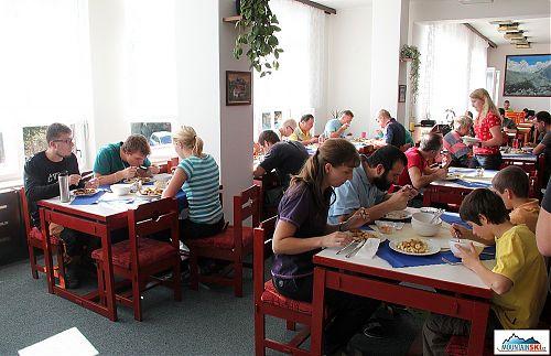 Obědová přestávka v hotelu Sasanka