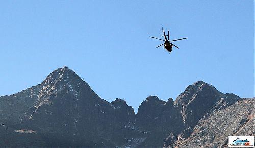 Vrtulník míří pod Lomnický štít