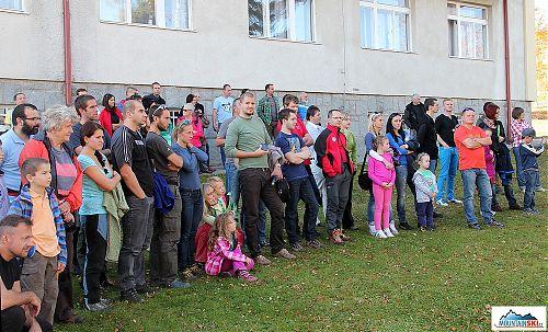 Část účastníků sleduje ukázky HZS