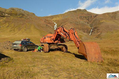 Některé výlety a rozhodování mohou být náročně, je lepší si vybrat jako závětří 20 tun oceli nebo 200 g hliníkového závětří? Na Islandu dost důležitá otázka