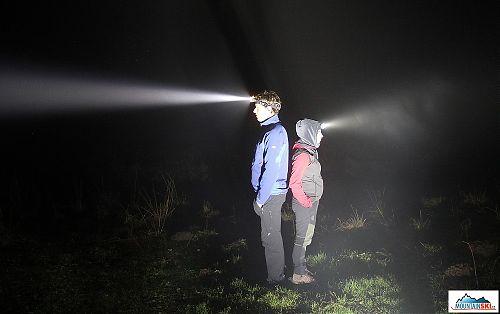 Kdo si v mlze svítí, ten do dálky někdy vidí