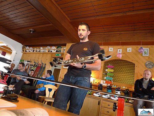 Manuel pracuje ve vývoji vázání