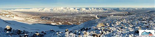 Lákavá avšak těžko dostupná oblast pro skialpinismus u městečka Grenivík