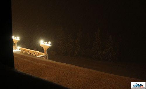 Výhled z pokoje - sněží, sněží, stále sněží