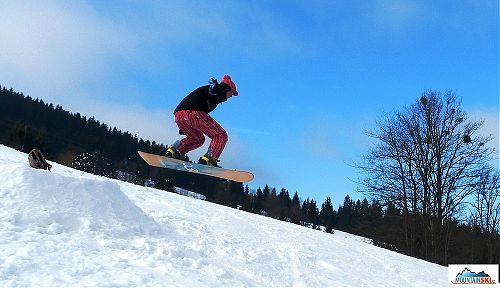 Pole dance celoročně - v zimě skákání na snowboardu