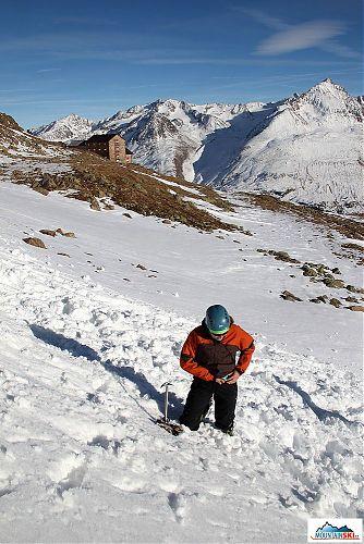 Po nacvičování pádů a jejich brzdění se sníh nacházel všude možně pod oblečením