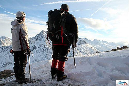 Kochání se západem slunce nad Alpami