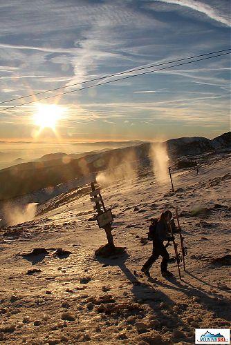 Před Kamienkou sněhu moc není, i skialpinistky chodí pěšky