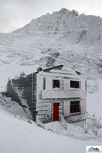 Chata pod Rysmi byla poprvé vidět až 29. prosince brzy ráno