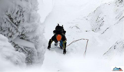 Markéta ve sněhovo-ledové části výstupu, nejtěžší část ji ještě čeká