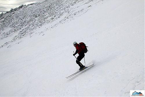 Bruder Honza při perfektním vedení lyží ve vzduchu