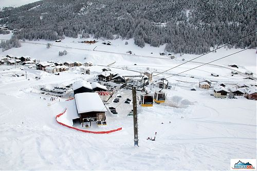 Dolní stanice Carusello - sněhu tolik, kolik Matúš letos ještě neviděl