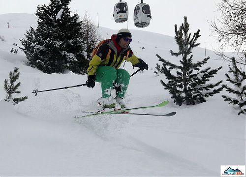 Skier: palič, hopsání v řídkem porostu, lokalita: Livigno - Mottolino