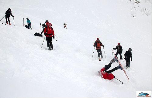 Nacvičování pádových technik při lyžování