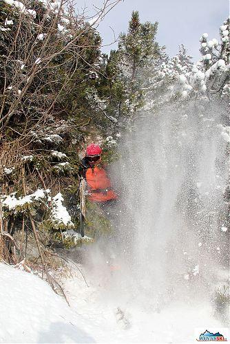 Příprava na lyžování v hustě zarostených oblastech