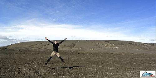 Lávová poušť, zase lávová poušť, všude kolem lávová poušť a pouštní šílenství