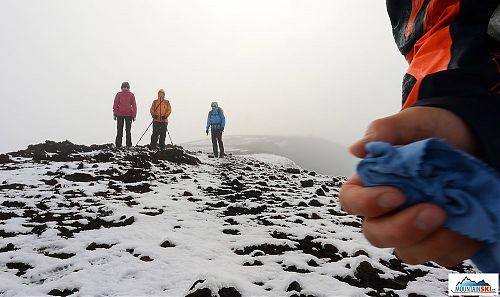 Sněhová bouřka, která nás potkala na vrcholu Hekly, foto pořízeno v srpnu